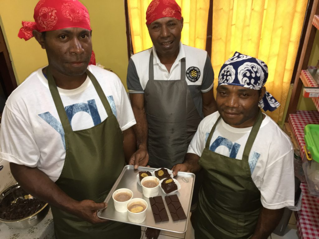 パプア州におけるチョコレート手作り施設の整備